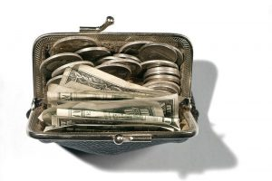 UNITED STATES - Circa 1950s:  Change Purse With Bills And Coins.  (Photo by H. Armstrong Roberts/Retrofile/Getty Images)