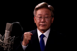 Gyeonggi Province Gov. Lee Jae-myung announces his presidential bid Thursday in a prerecorded video released through social media. (Lee Jae-myung's YouTube)