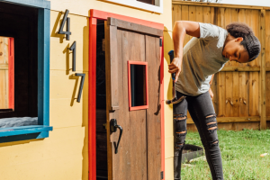 Last summer, Pilar Donnelly started making playhouses in Houston for her two 6-year-old boys. Credit...Arturo Olmos for The New York Times