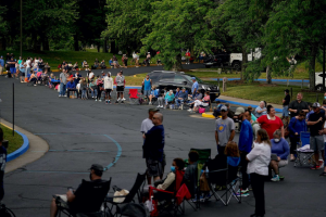 © Bryan Woolston/Reuters People line up outside Kentucky Career Center prior to its opening to find assistance with their unemployment claims in Frankfort, Kentucky, U.S. June 18, 2020. Bryan Woolston/Reuters